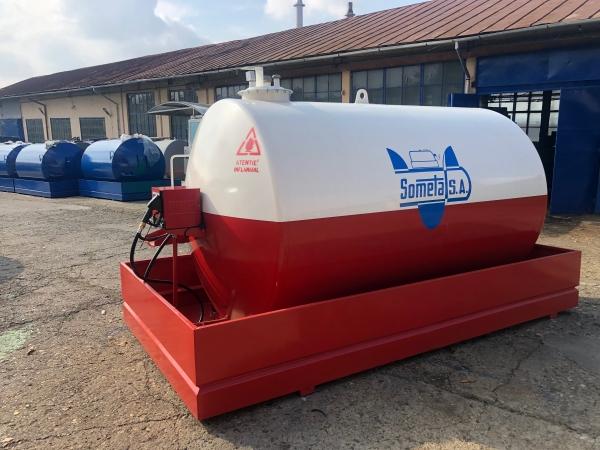 Rezervor suprateran 9000 litri cu pompa Cube 56 - alb-rosu 1
