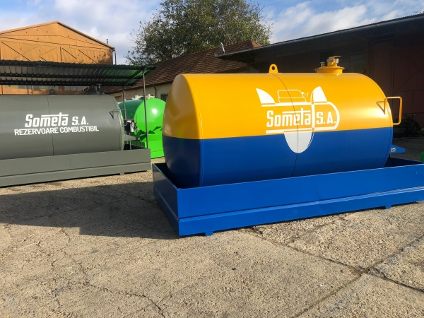 Rezervor suprateran 9000 litri cu pompa Cube56 - galben-albastru 3