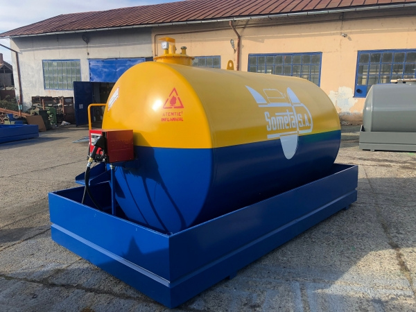 Rezervor suprateran 9000 litri cu pompa Cube56 - galben-albastru 0